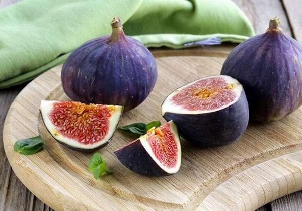 зрелые плоды смоквы