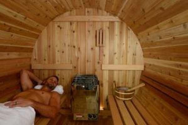 Врачи не рекомендуют мужчинам часто посещать бани и сауны