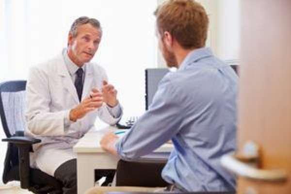 Только врач назначает медикаментозный курс лечения психологической импотенции