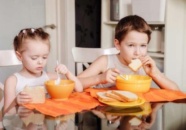 процесс питания ребёнка