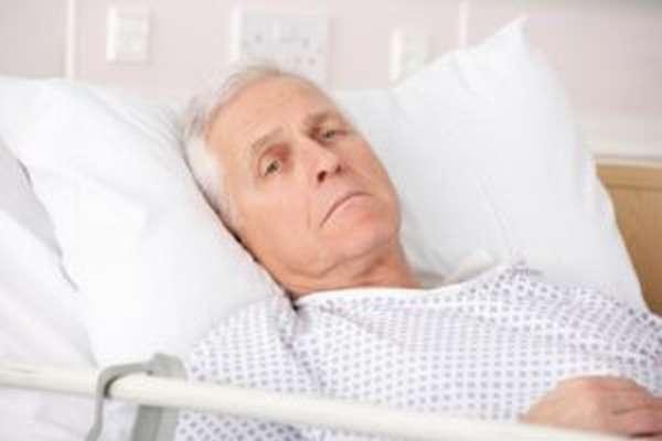 мужчина в больнице