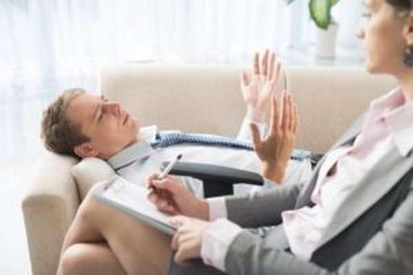 В комплексе применяются психотерапевтические методы воздействия