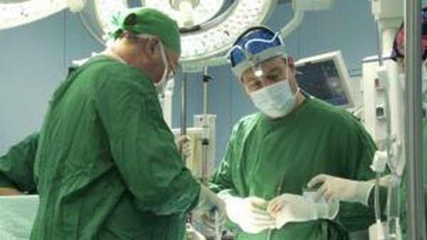 Хирургическое вмешательство происходит в случае невозможности медикаментозного лечения