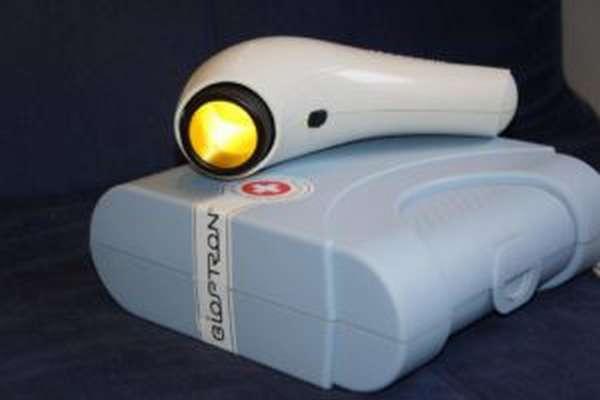 Лампа Биоптрон удобна в использовании и транспортировке