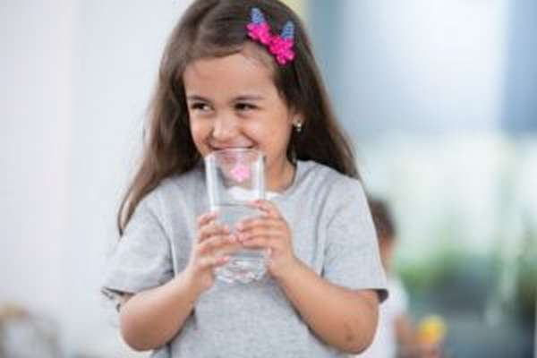 Ребенок должен всегда соблюдать диету и питьевой режим.