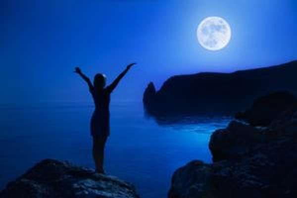 Заговоры на потенцию следует проводить при свете луны
