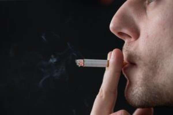 Курение может стать одной из причин развития импотенции у мужчины