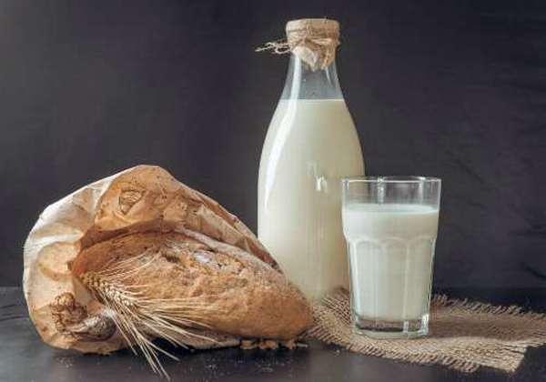 молочный продукт с хлебом