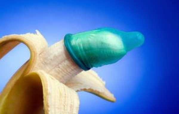 При половом контакте необходимо использовать презервативы